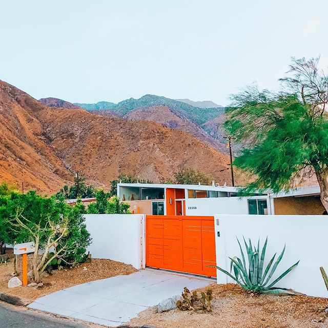 Palm Springs home with mountains behind it