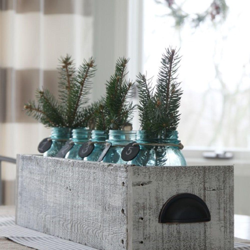 DIY wood pallet box with winter decor