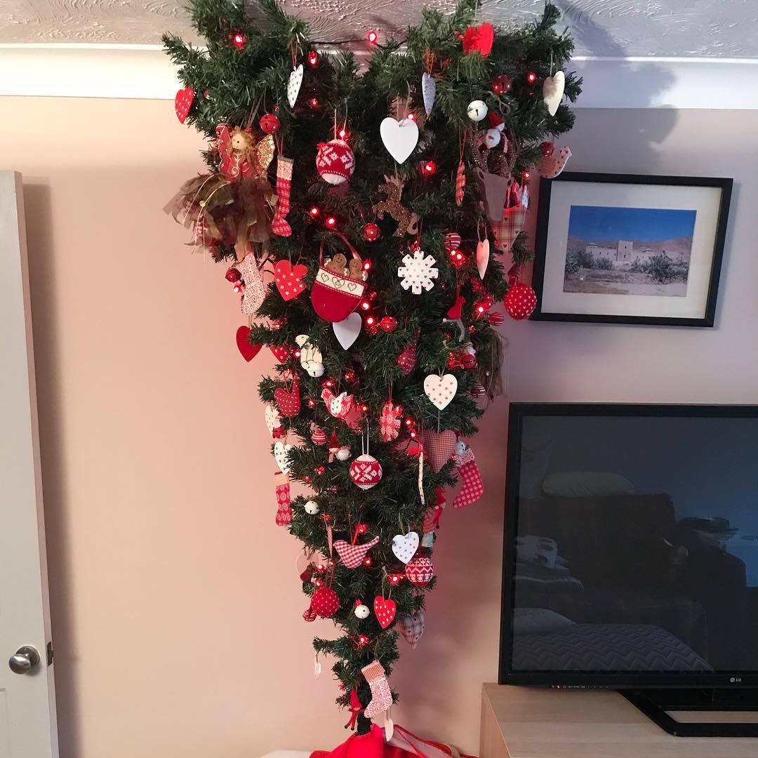 árbol de navidad rojo y blanco