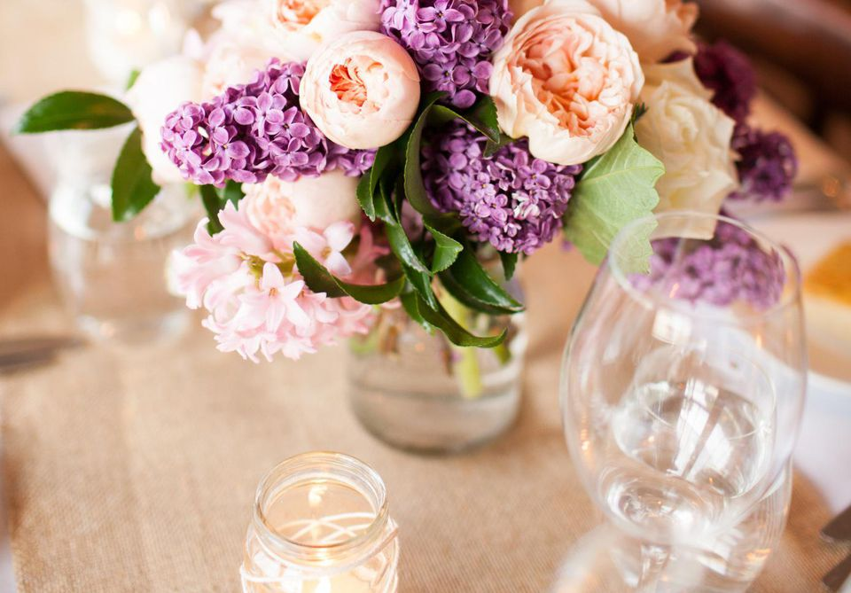 Floral decoration table setting with wedding flowers
