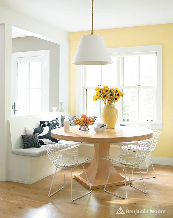 Dining nook using Benjamin Moore hawthrone yellow