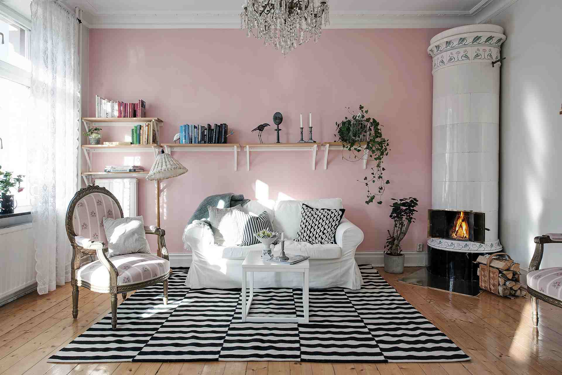 17 Beautiful Small Living Rooms That Work - Living-room-setup