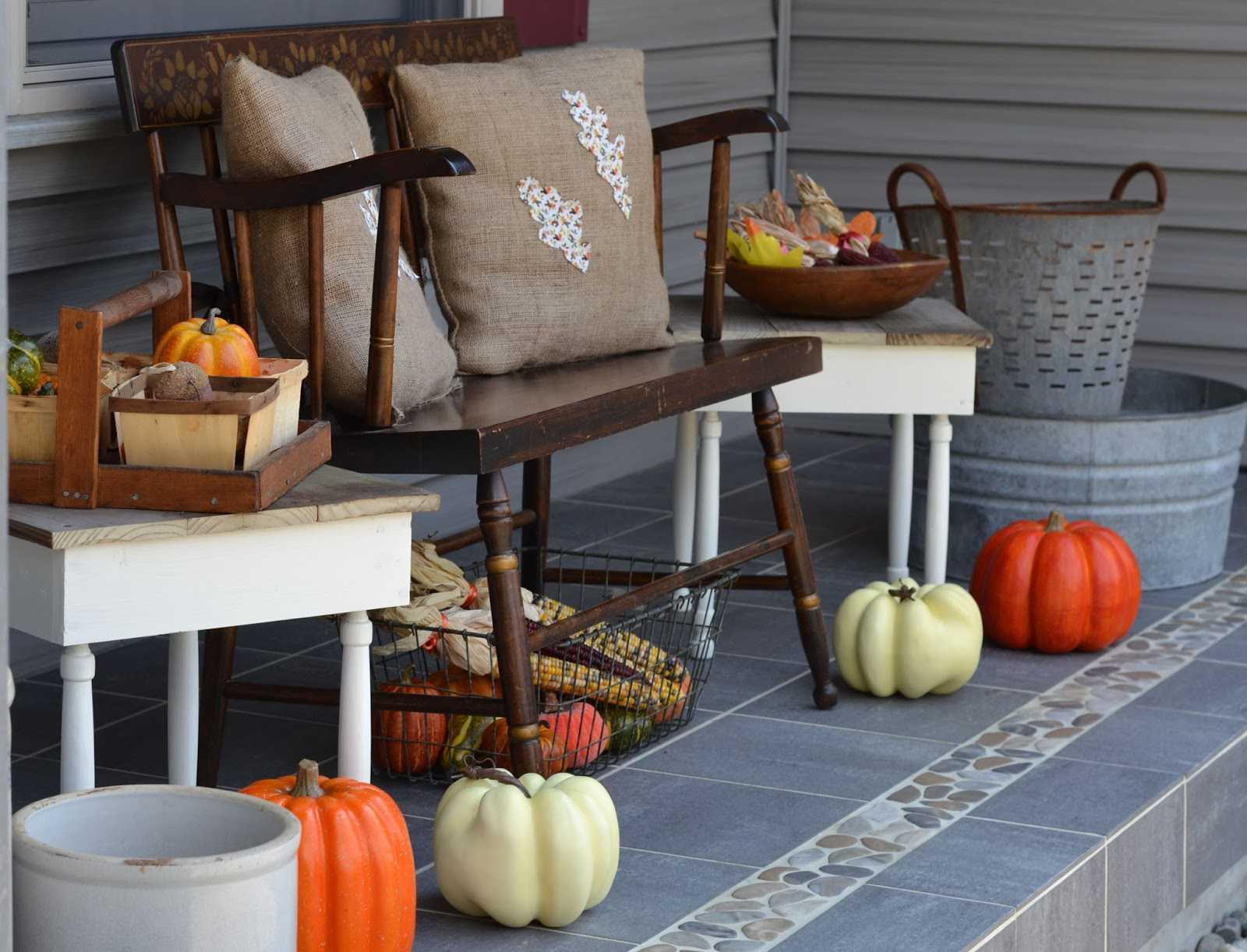 exhibición del porche delantero de otoño Shabby chic