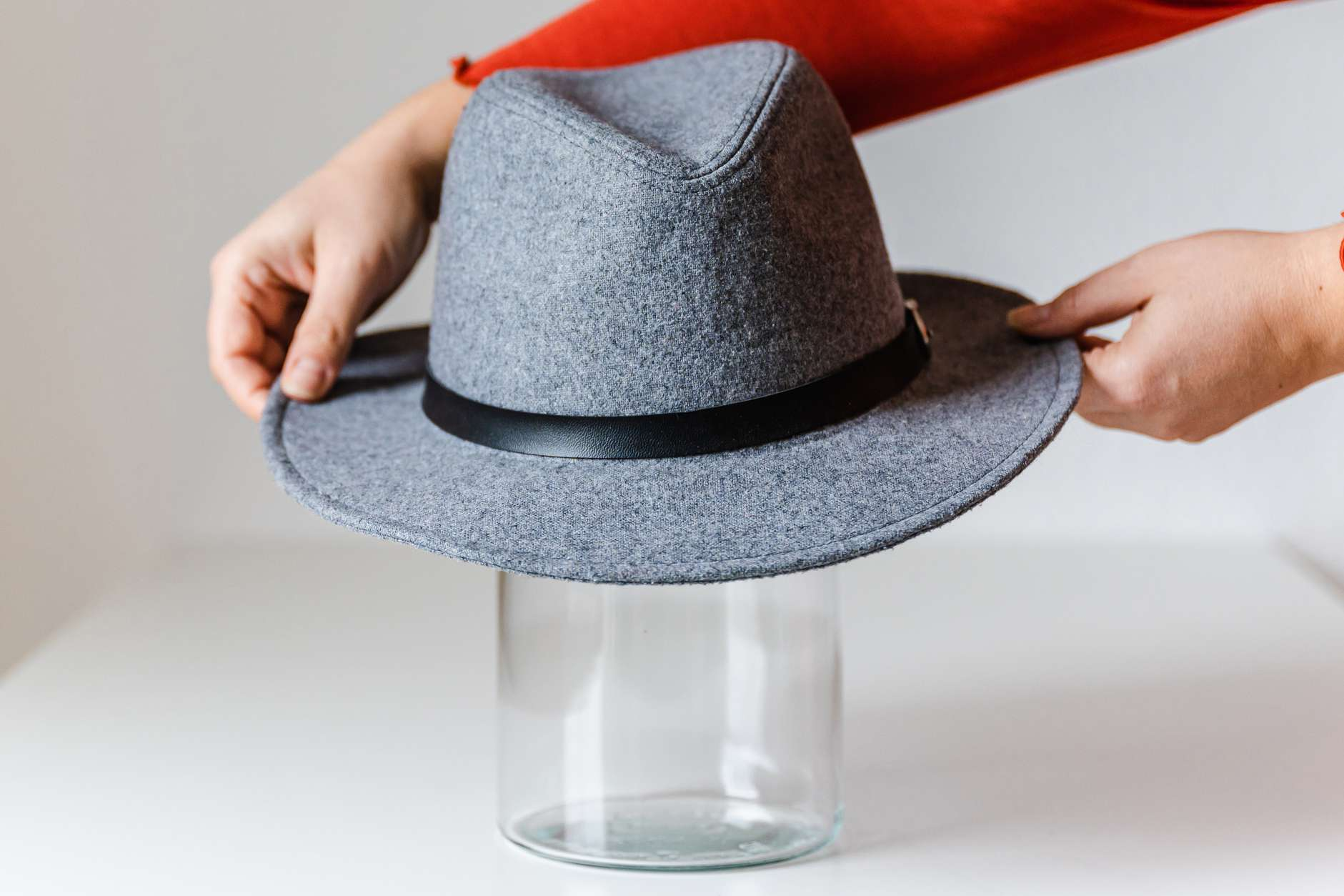 storing and shaping a fedora on a round surface
