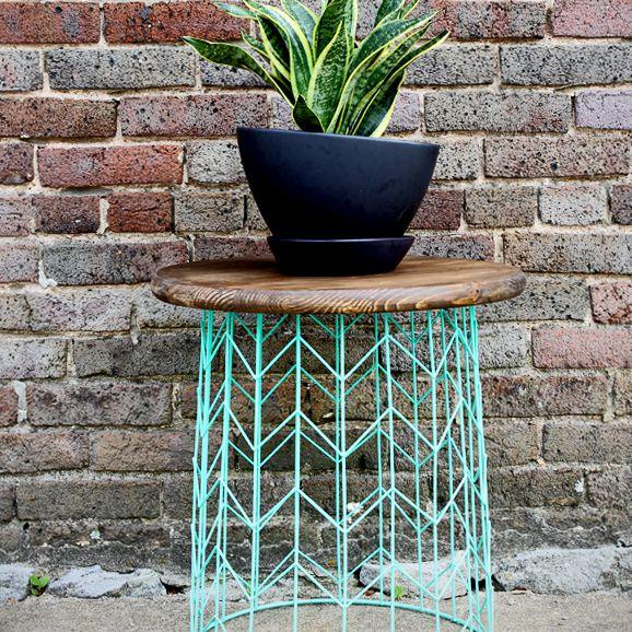 DIY outdoor decor ideas - wire basket table
