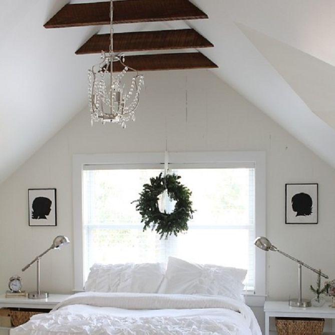 Dormitorio minimalista blanco en ático