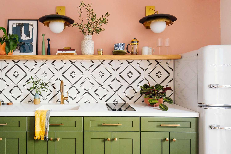 Graphic kitchen backsplash