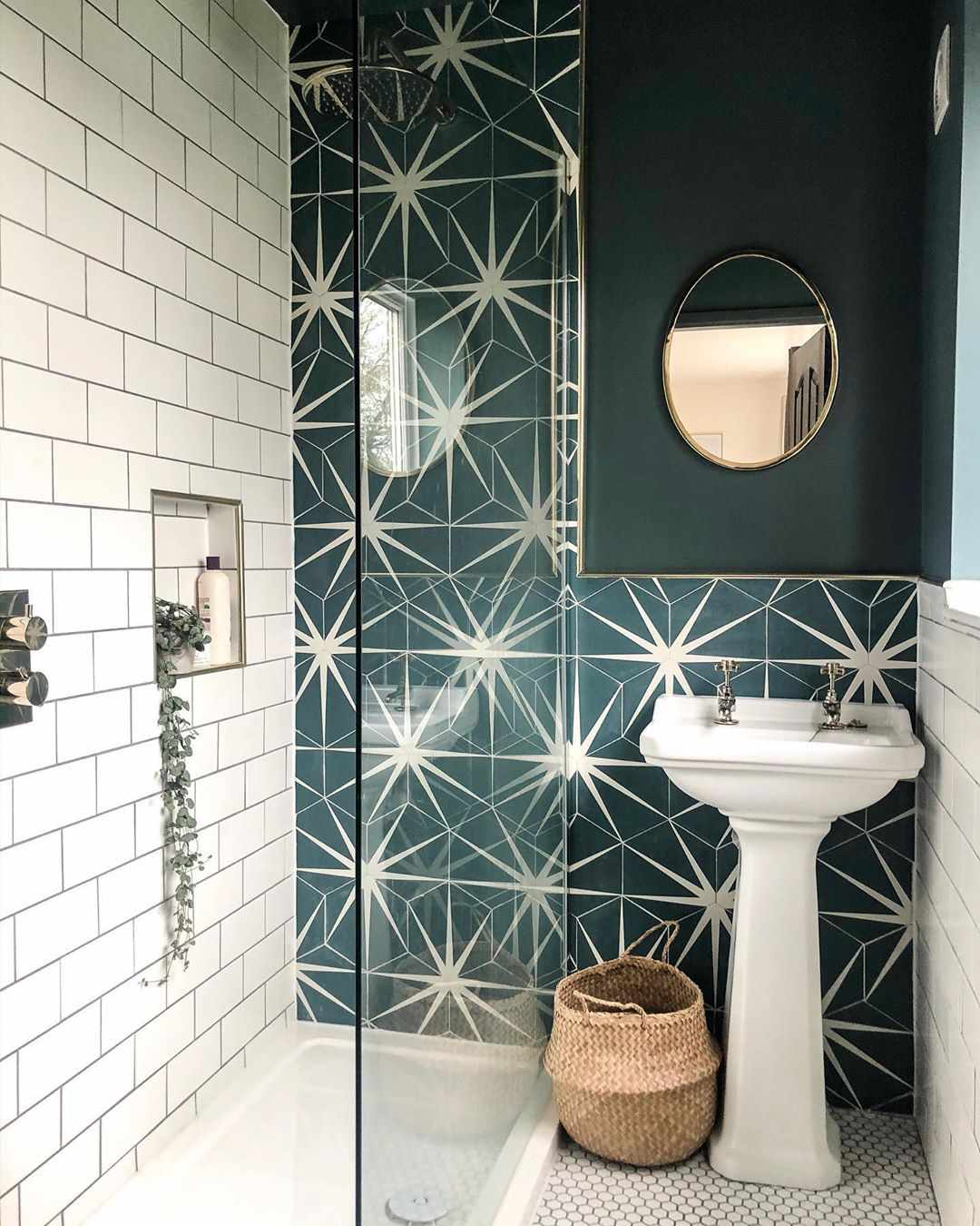 Bathroom with green starburst wall
