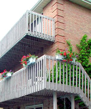 Picture of typical builder's deck railings.