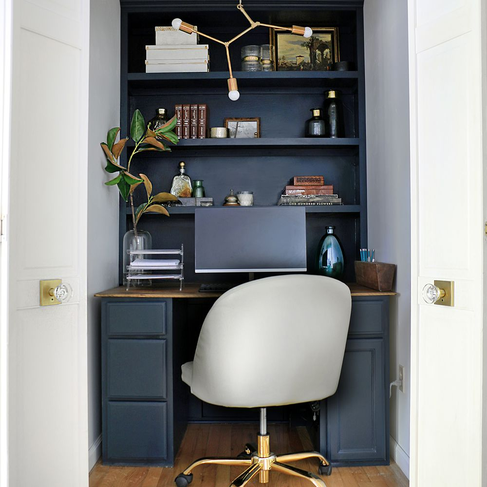 Ursula Carmona closet office