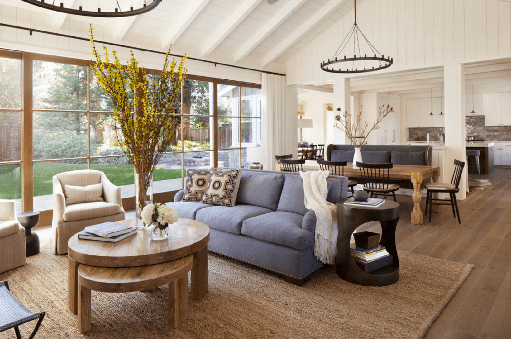 12 Farmhouse-Style Living Room Tips