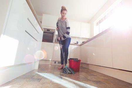 Easy Homemade Mopping Solutions - Streak free tile floor cleaner recipe