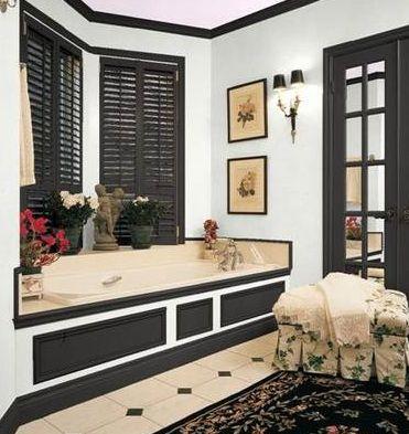 esquema de color blanco y negro para baño principal