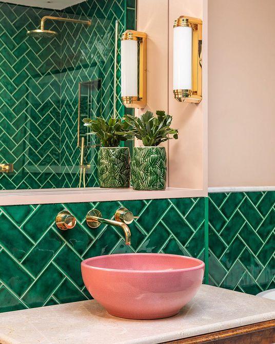 Obra de azulejos con rayas de chevron verde oscuro