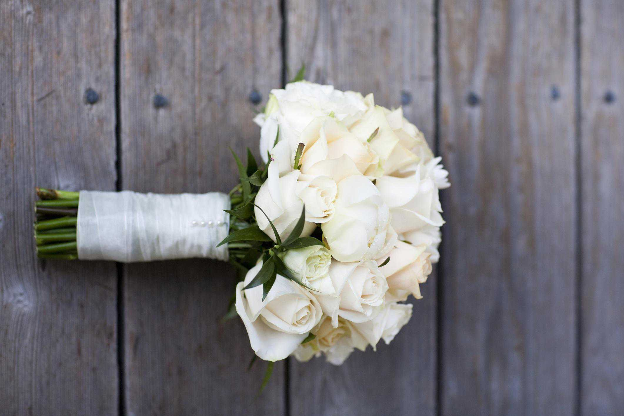 White bridal bouquets classic and elegant izmirmasajfo
