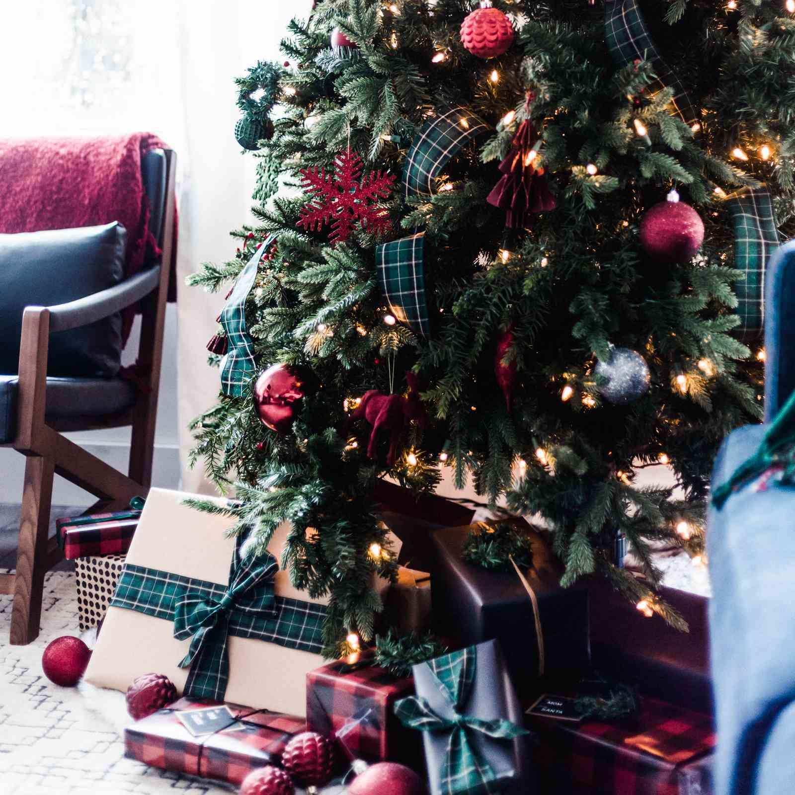 Festive Christmas Color Schemes
