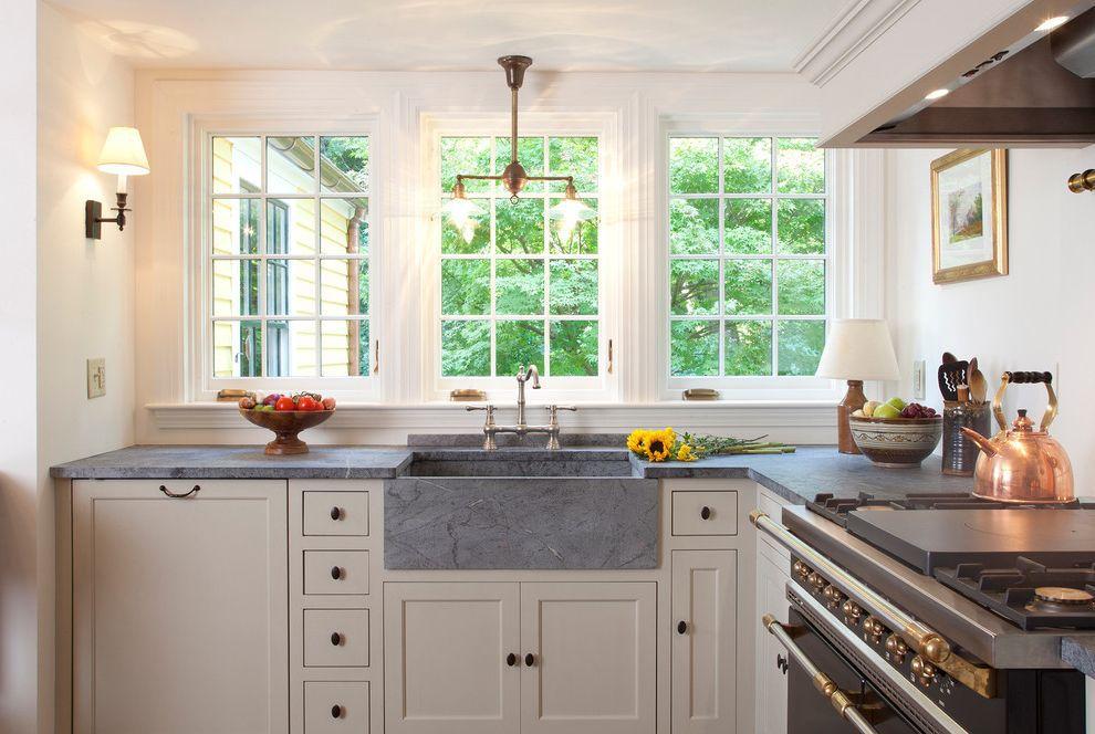 encimera de piedra de jabón gris y fregadero de cocina