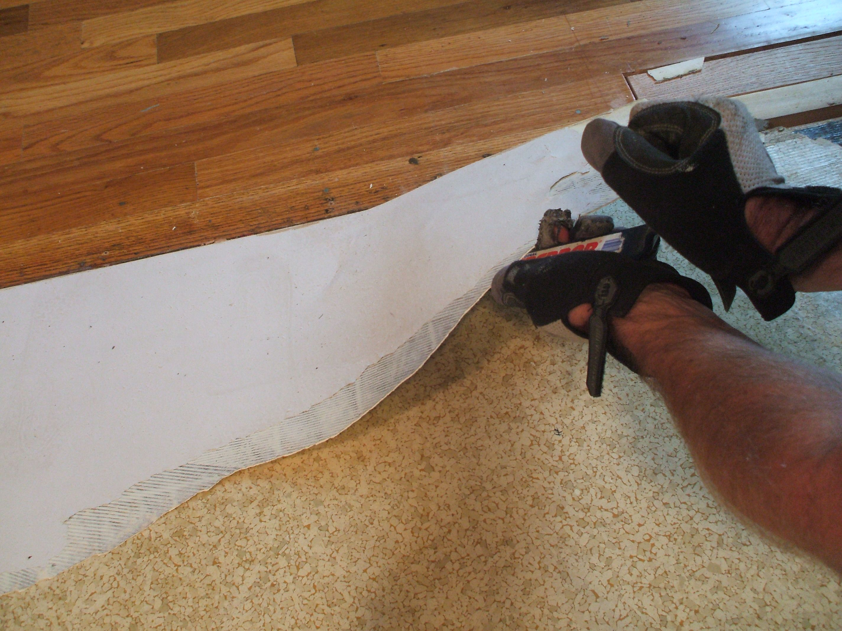 How To Remove Vinyl Flooring With Less Effort And Mess - Is there asbestos in linoleum flooring