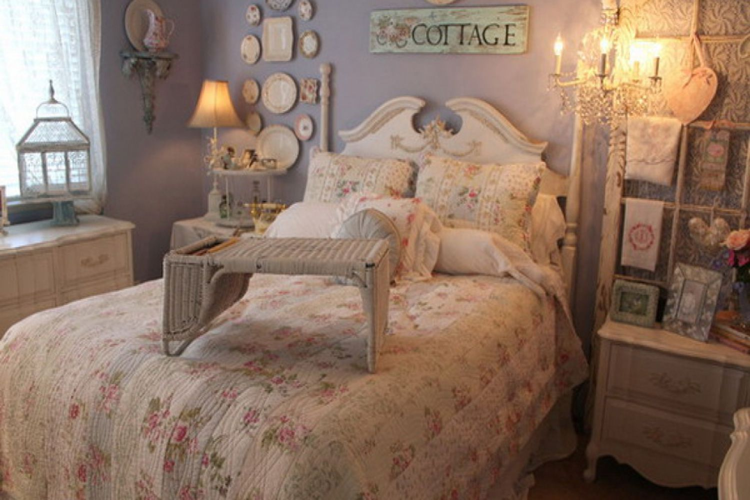 What is the Romantic Decorating Style?