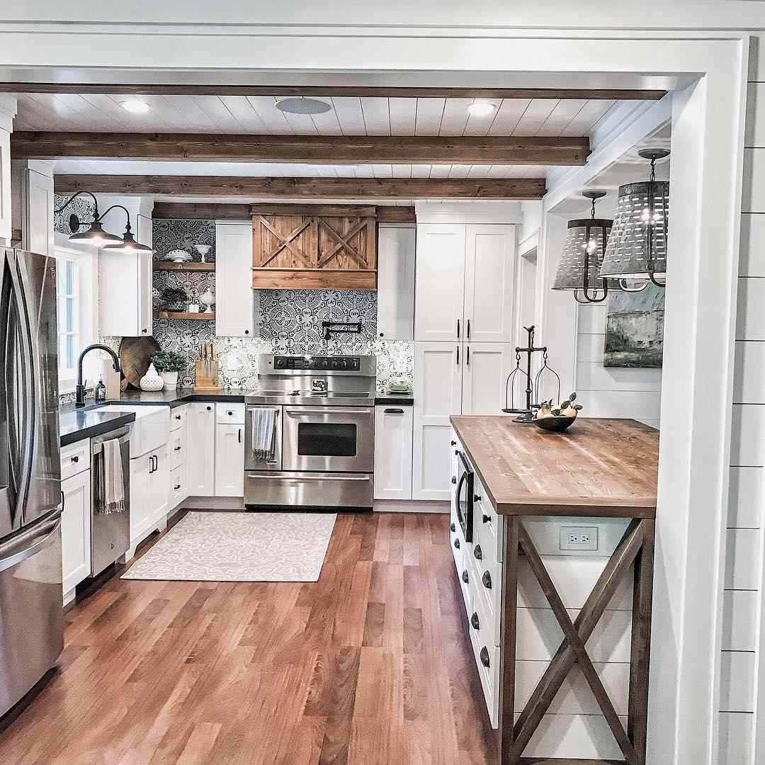 Kitchen with wooden beams and wooden and white kitchen island