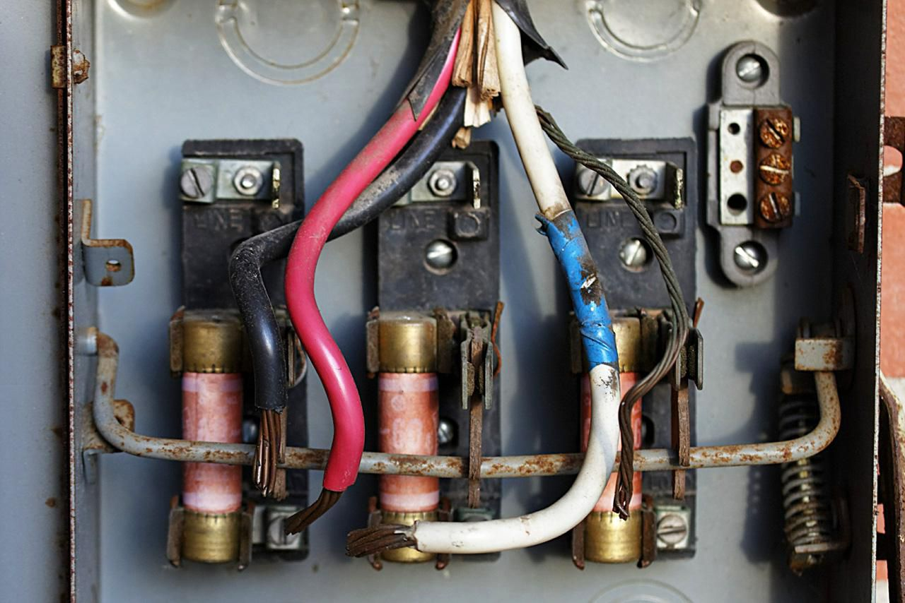 Short Circuit Vs Ground Fault Blown Fuse Breaker Box