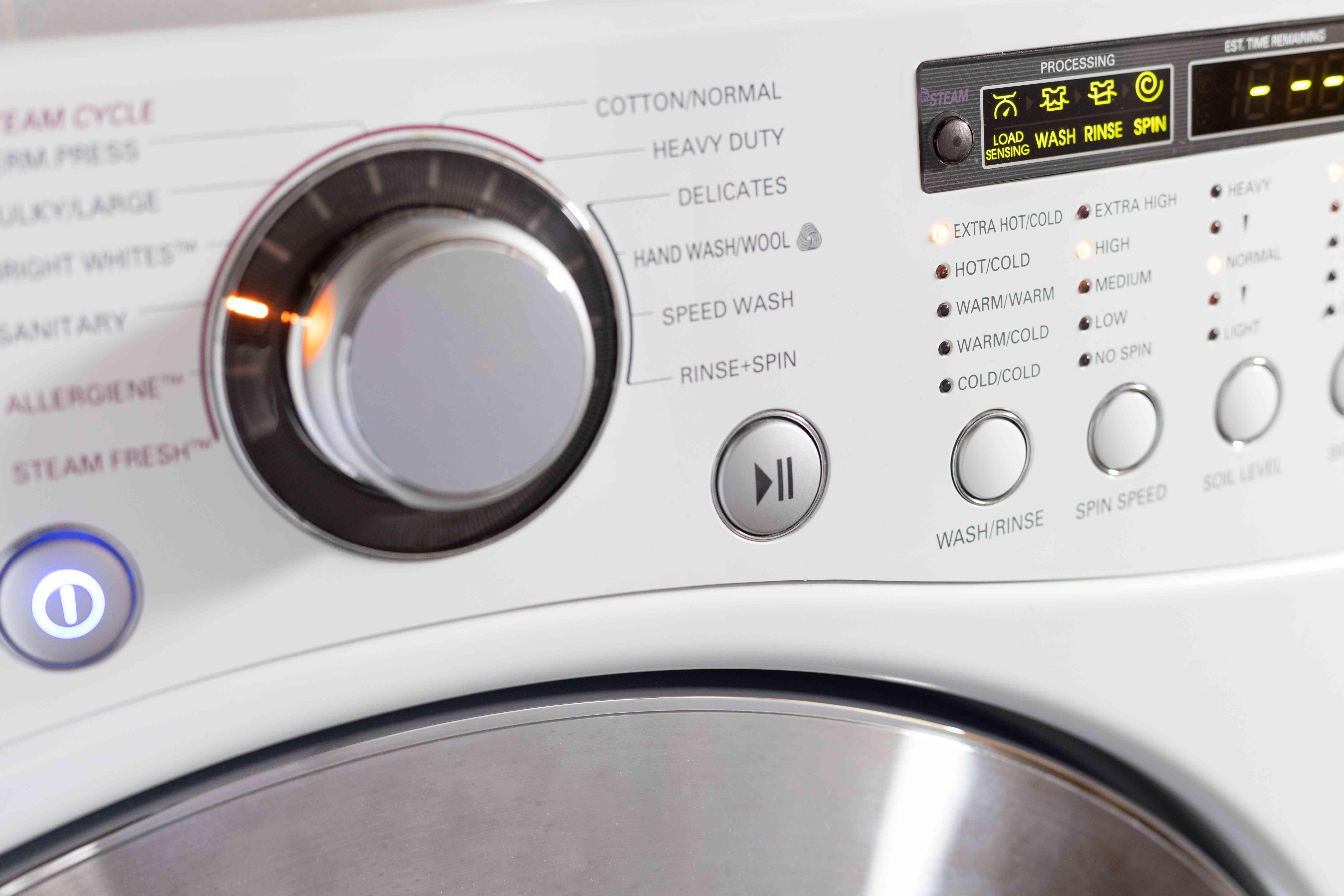 Washing machine with dial
