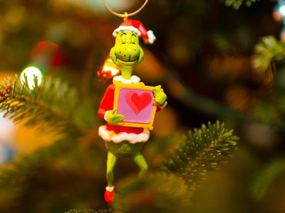 play these fun grinch themed games at your kids christmas party