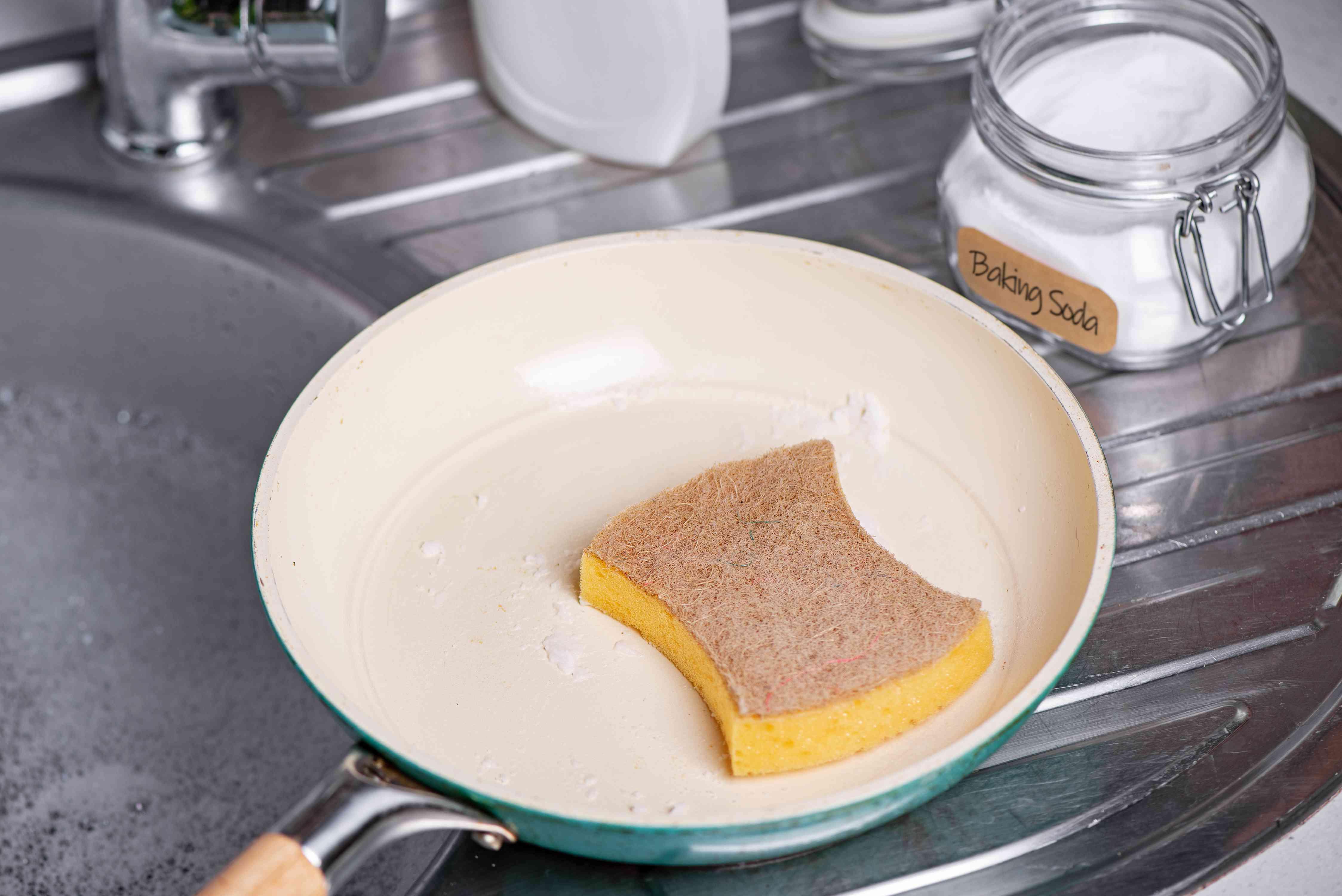 using baking soda to scrub a ceramic pan