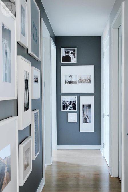 Marcos de fotos en el pasillo