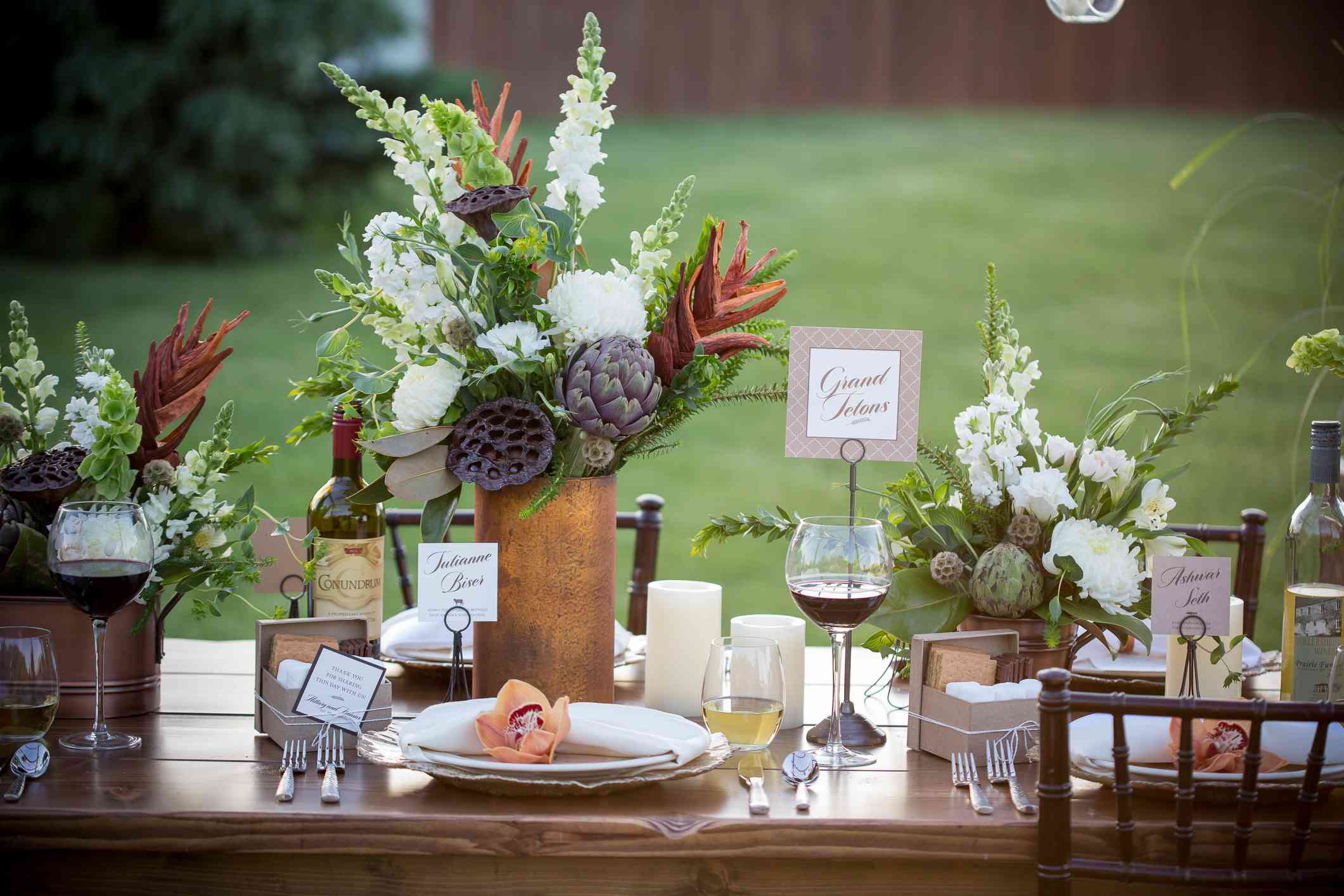 Outdoor Thanksgiving table.