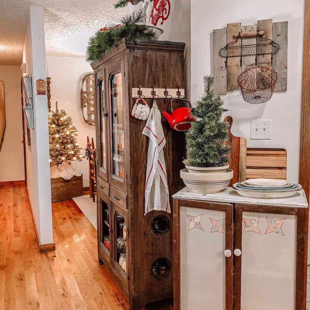 Country chic Christmas decor