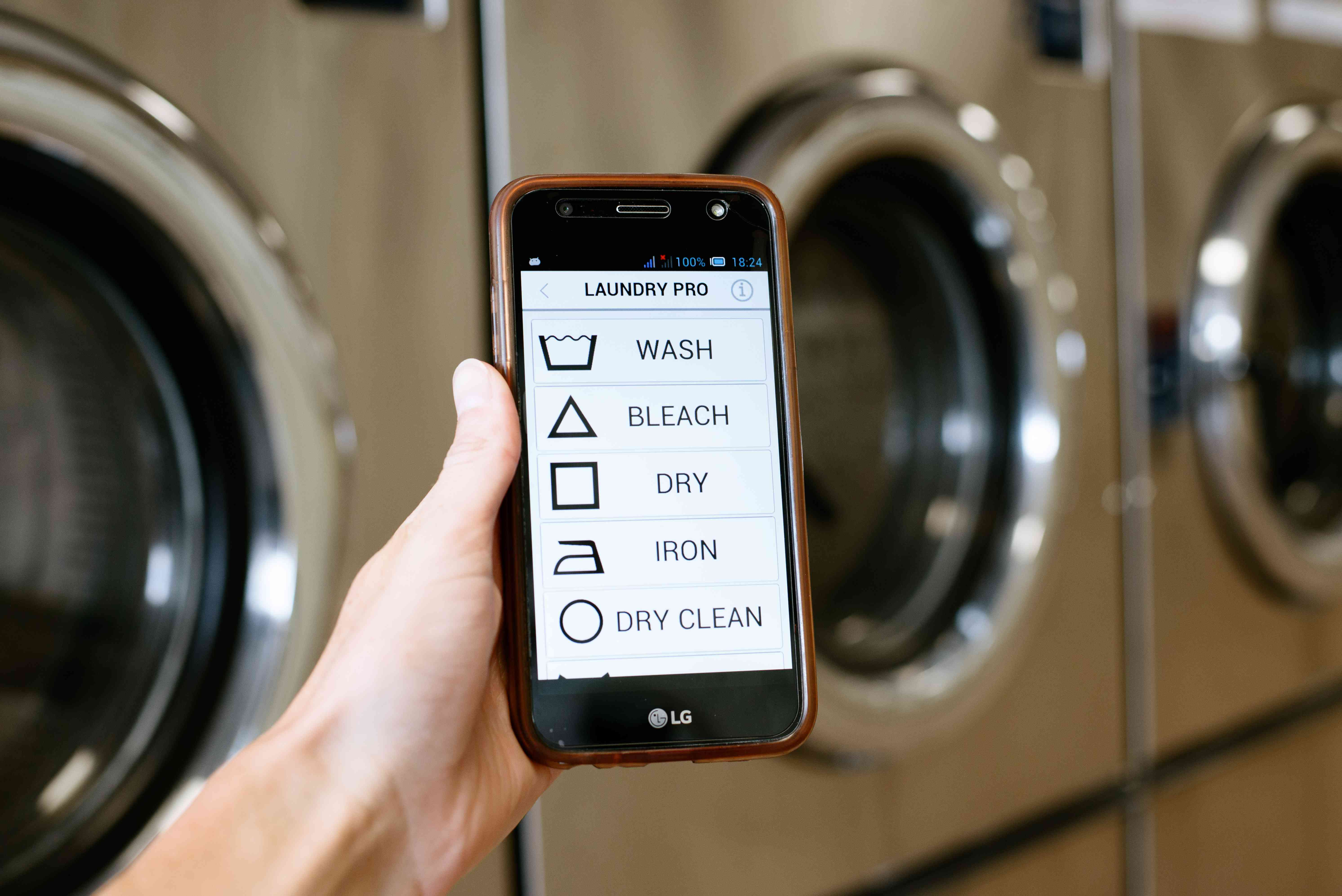 Smart phone laundry app to keep track of laundromat cycles