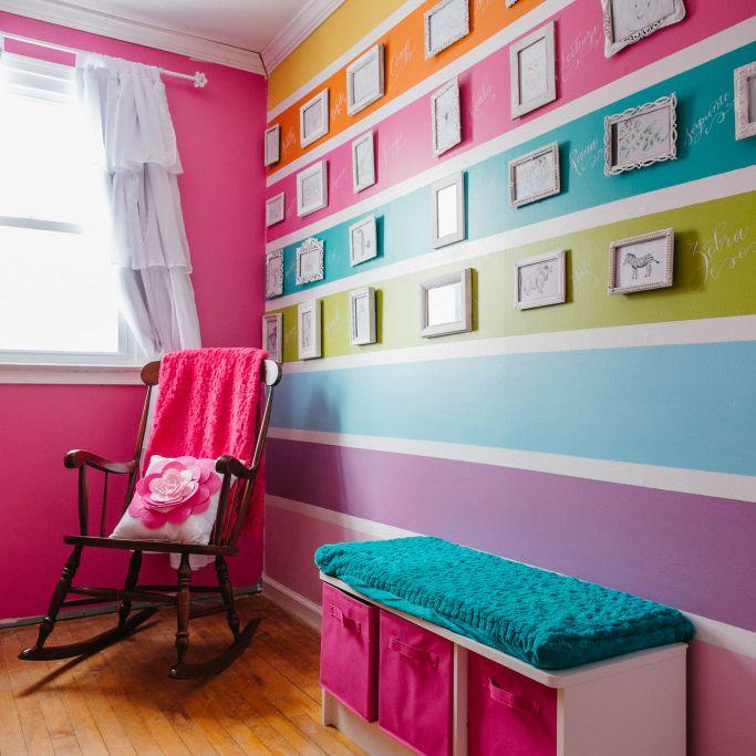 Vivero colorido con pared decorativa a rayas de caramelo