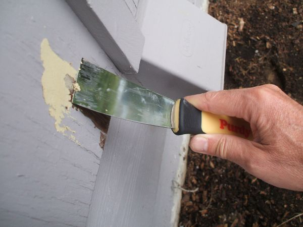 Fix Peeling Paint - Apply Putty with Putty Knife
