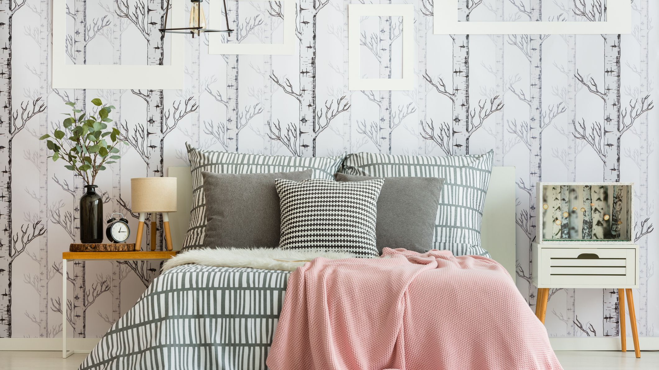 10 Beautiful Wallpapered Bedrooms