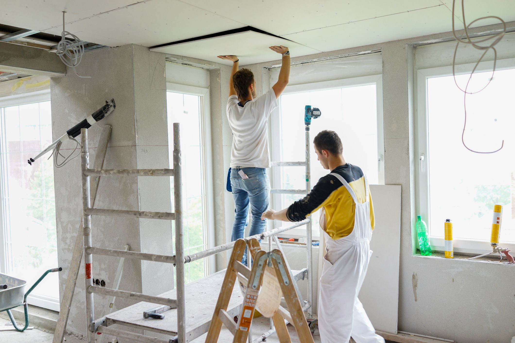 How to Replace Damaged Drywall in a Ceiling
