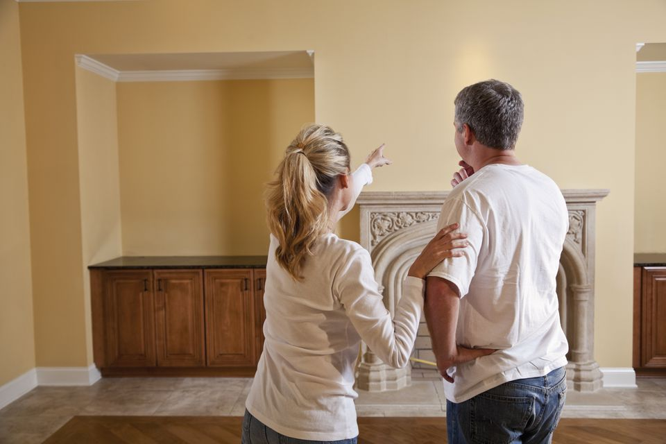 Couple in new home making decisions