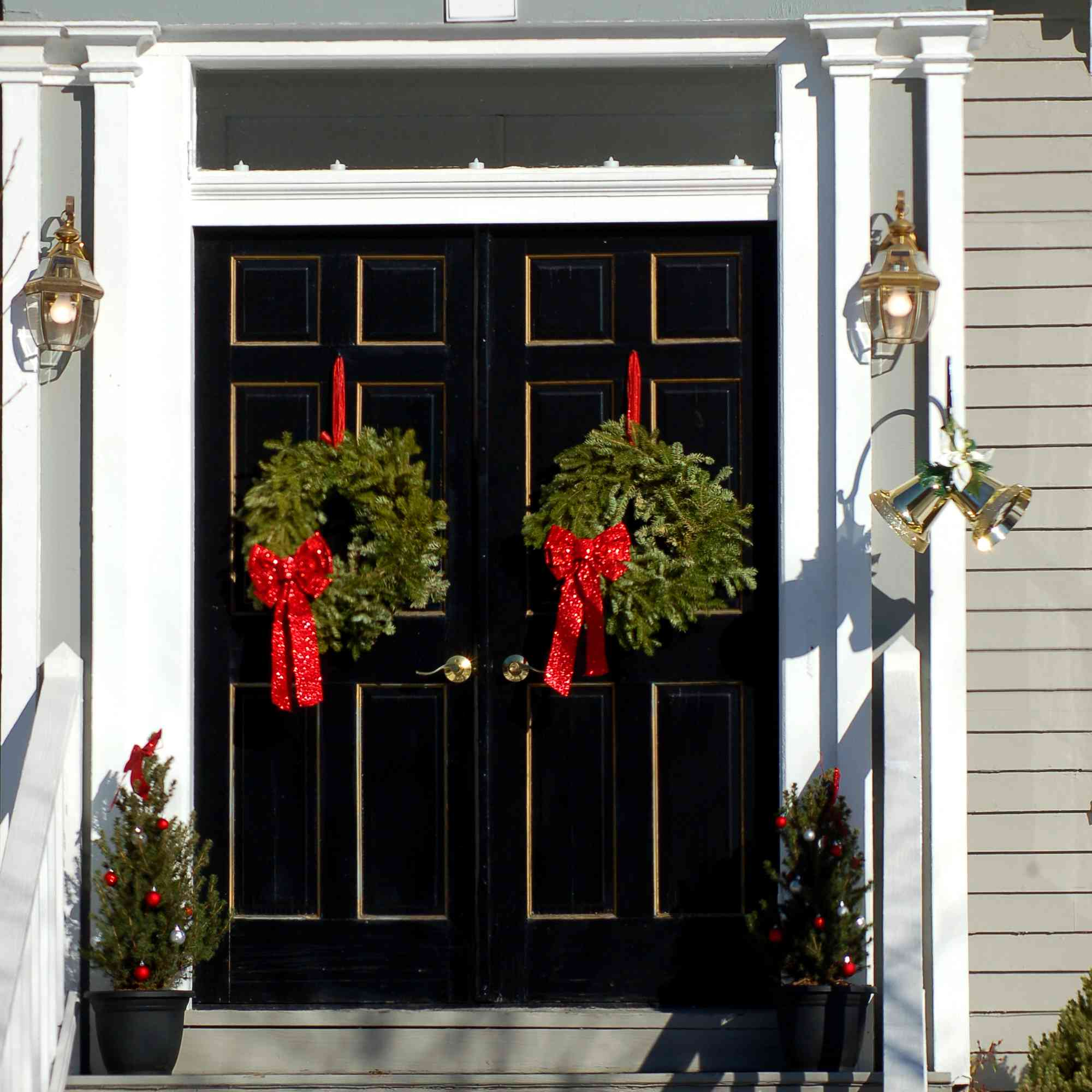 9 Natural Outdoor Christmas Decoration Ideas