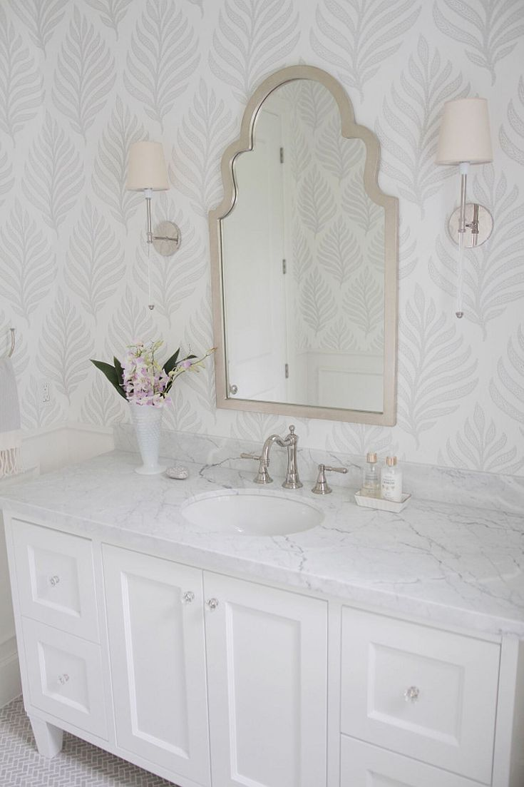 19 Beautiful Wallpapered Bathrooms