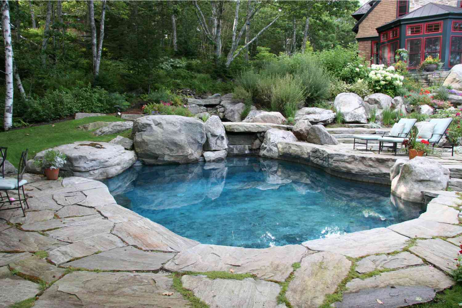 28 Beautiful Swimming Pool Designs