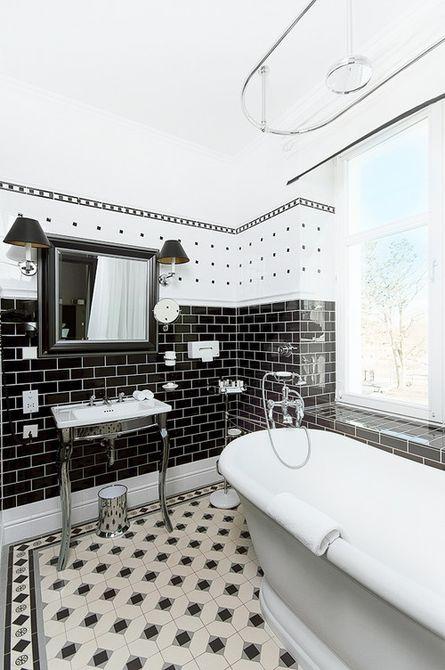 Baño blanco y negro divertido y tradicional