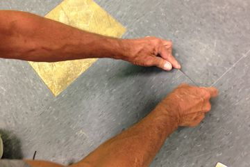 Installing vinyl floor tile