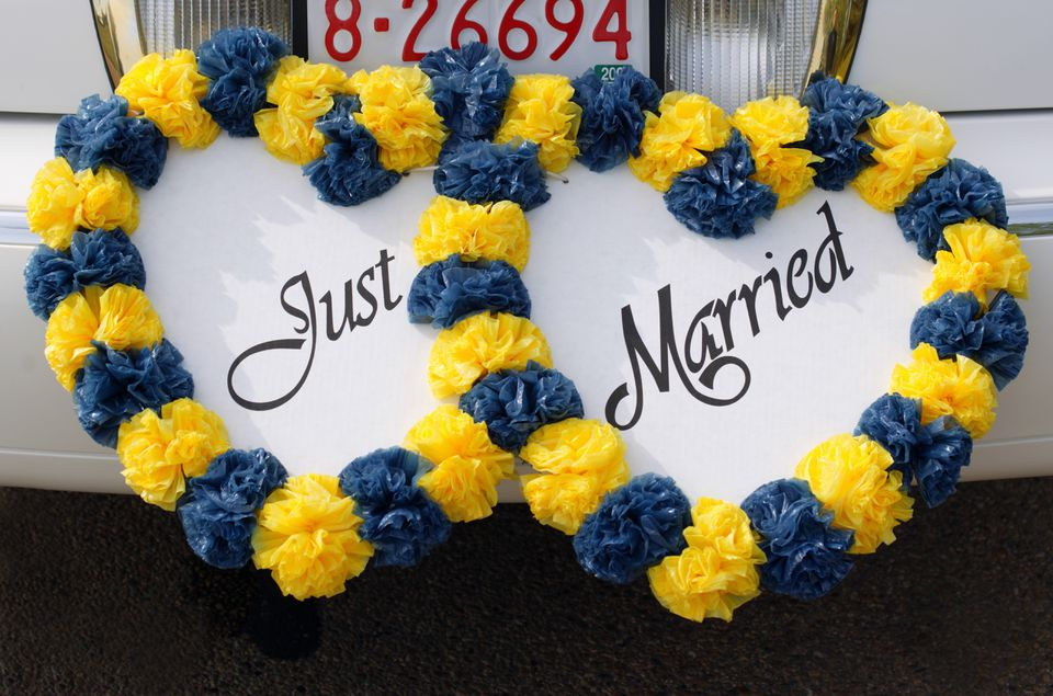 Just Married sign attached to car bumper