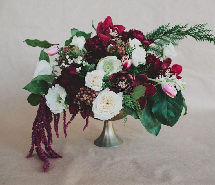 Centro de mesa de boda de invierno de anémona, tulipán y orquídea