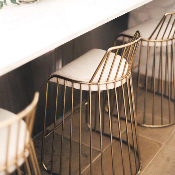 taburetes de bar dorados
