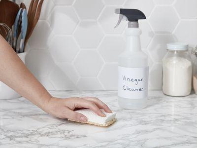 making a diy vinegar spray