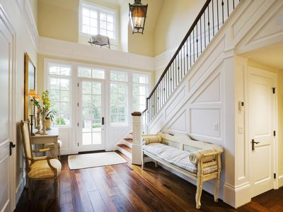 Essential Items To Include When Decorating A Foyer