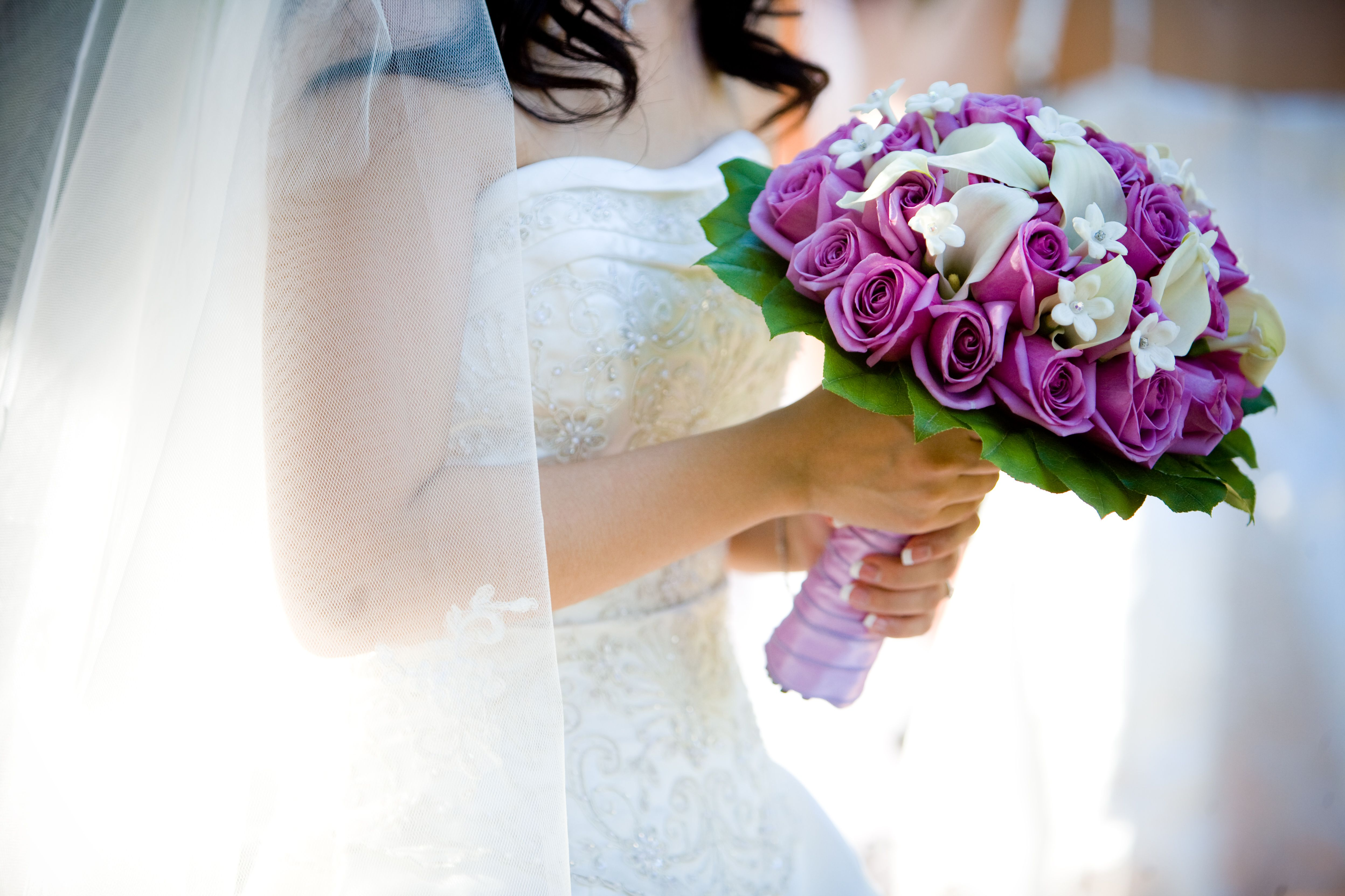 Wedding bouquets for brides who love flowers purple roses calla lilies and stephanotis flowers izmirmasajfo