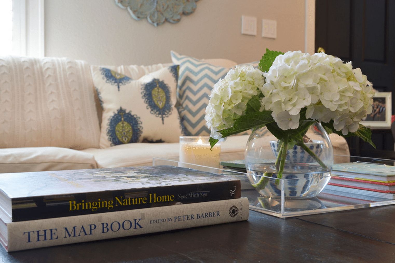 15 pretty ways to style a coffee table. Black Bedroom Furniture Sets. Home Design Ideas