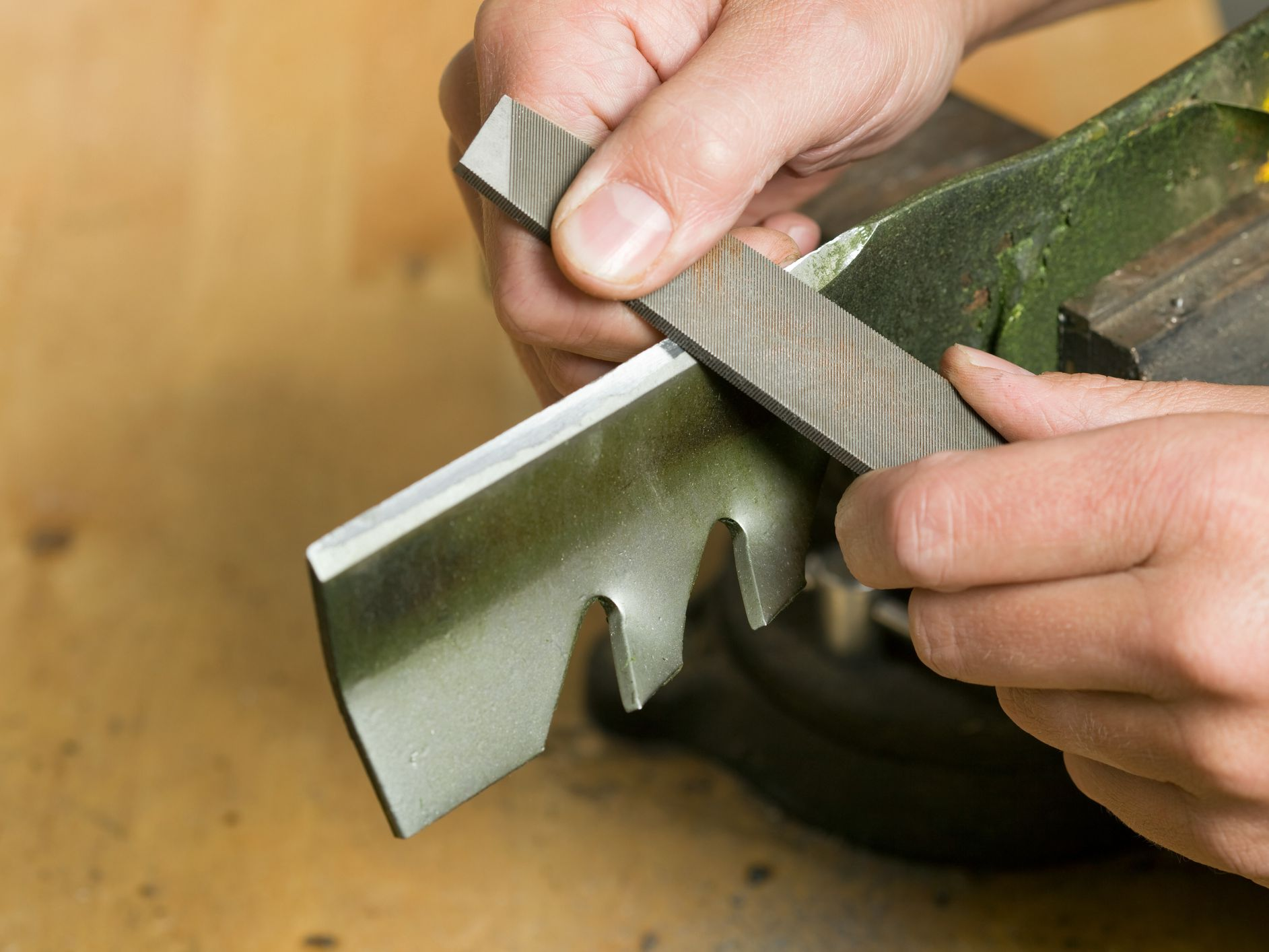 How to Sharpen Lawn Mower Blades Safely and Effectively